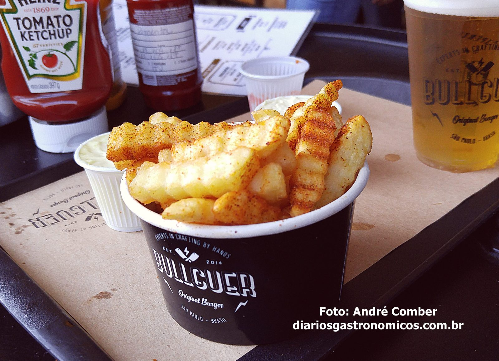 Bullguer, fritas com paprica