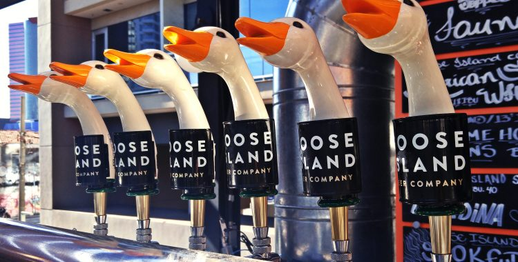 Goose Island Brewhouse - ótimas cervejas no terraço do Largo da Batata